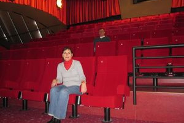 Zuzana Bielčíková v kinosále. V kine strávila väčšinu svojho života.
