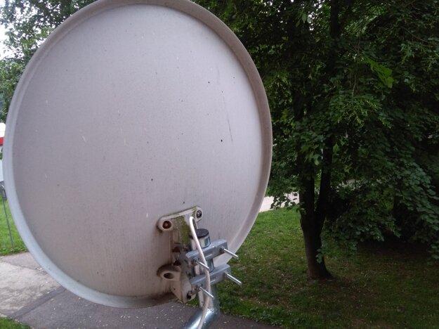 Na balkóne aj na satelite má pleseň.