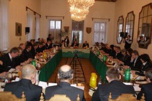 Poslanci rozhodli o vrátení 90 tisíc eur.
