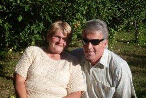 Pani Mária s manželom. Za peniaze chcú navštíviť Lurdy.
