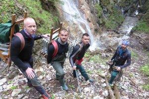 Záchranári z horskej služby intenzívne pracovali na sprístupnení ferraty.