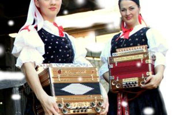 Sestry Evka a Lenka. Svoju hru na heligónke prezentujú doma i v zahraničí.