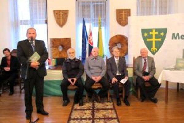 Primátor mesta Igor Choma poprial knihe úspešný štart. Na Radnici predstavili novú knihu o Žiline. Vznikla pri príležitosti 700. výročia mesta.