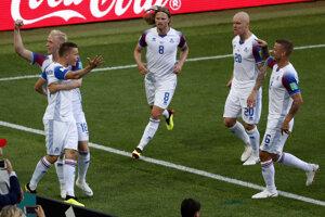 Island oslavuje svoj historicky prvý gól na majstrovstvách sveta.