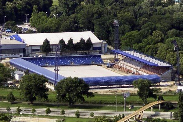 Modernizácia štadióna FC Nitra pokračuje. Je pravdepodobné, že na prvý zápas novej sezóny však odovzdaný nebude.