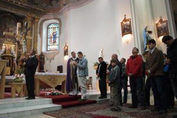Vo Višňovom biskup obnovil tradíciu, ktorú tu pestovali do 50-tych rokov minulého storočia.