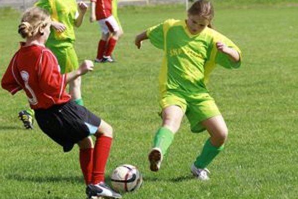 Futbalistky vstúpili do ligy dvomi prehrami.