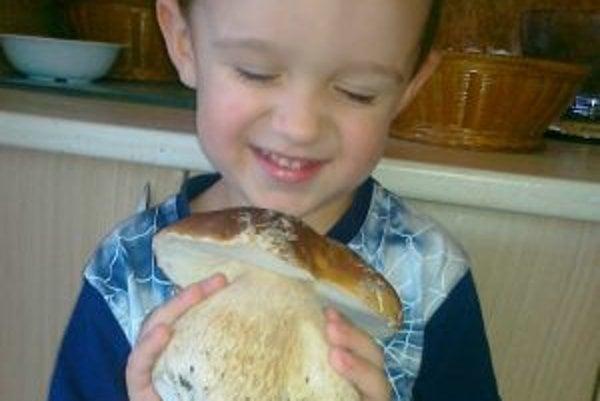 Najväčšiu radosť z hríbov mal trojročný Miško.