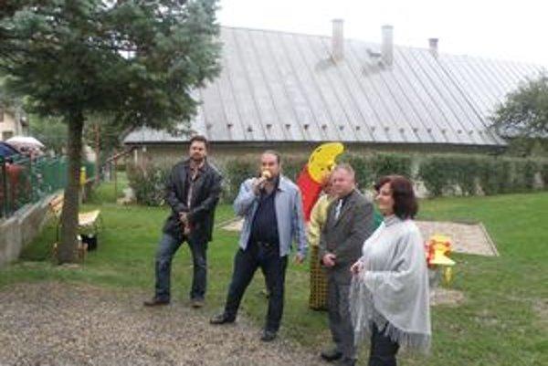 Otvorenie ihriska. Zľava: Michal Filek, George Trabelssie a Jozef Žabka.