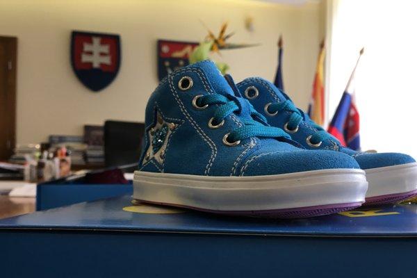 Nové topánočky, ktoré dostanú novonarodení obyvatelia mesta.