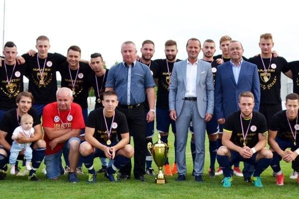 Mužom Alekšiniec blahoželal k triumfu predseda ZsFZ Ladislav Gádoši.