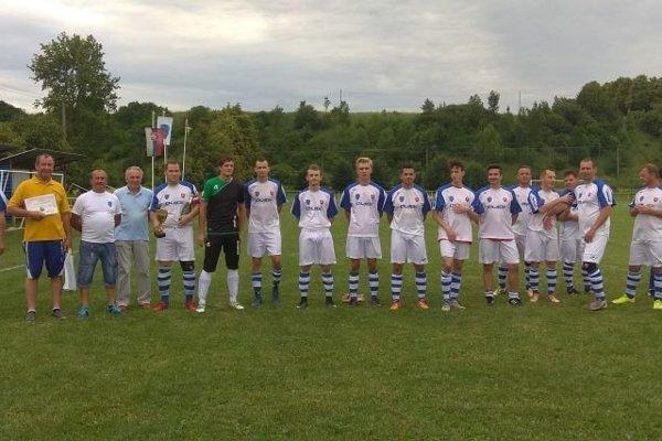 Futbalisti Koštian, víťazi druhej triedy.