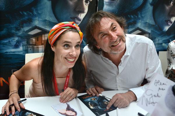 Ady Hajdu a Zuzana Porubjaková podpisovanie a fotenie zvládli s úsmevom.