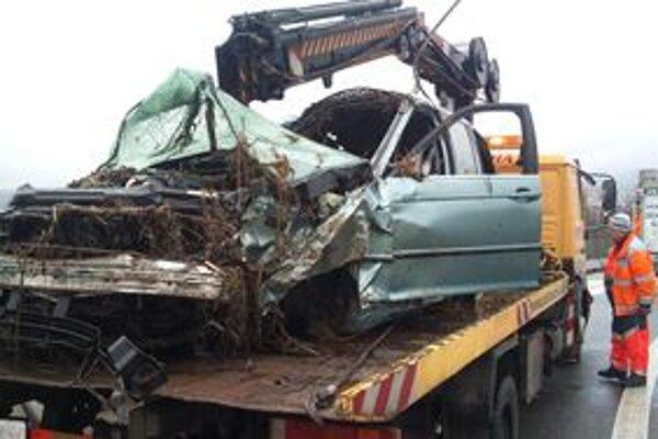 V tomto aute prišli o život dvaja ľudia.