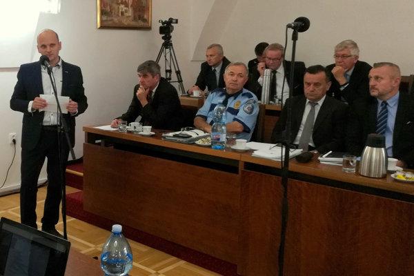 Patrik Mihaľ sa vzdáva poslaneckého mandátu.