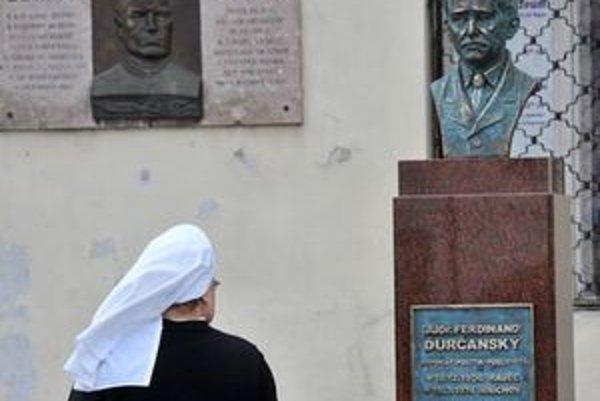 Ďurčanského busta v Rajci.