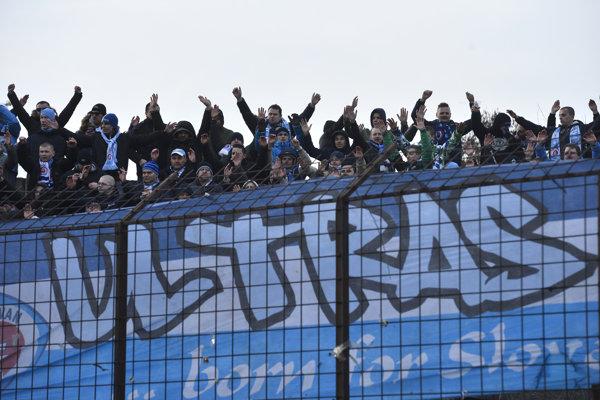 Fanúšikovia Ultras Slovana.