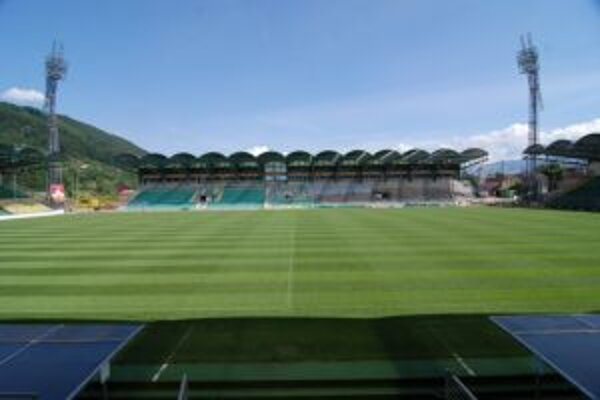 Momentálna kapacita štadiónu je približne 11 tisíc miest.