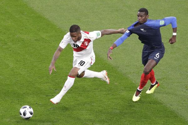 Jefferson Farfan (vľavo) nastúpil aj v zápase proti Francúzsku.