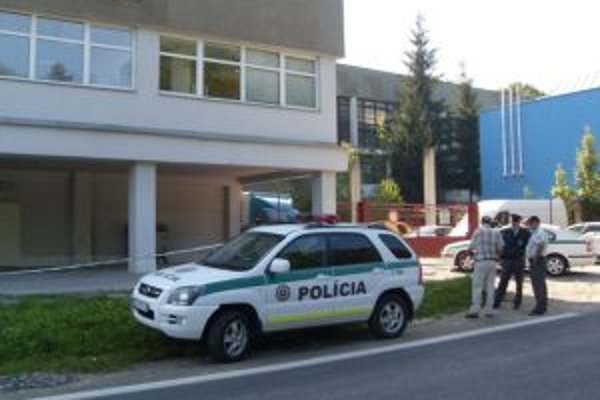 Okolo miesta nešťastia polícia na niekoľko hodín natiahla pásku.