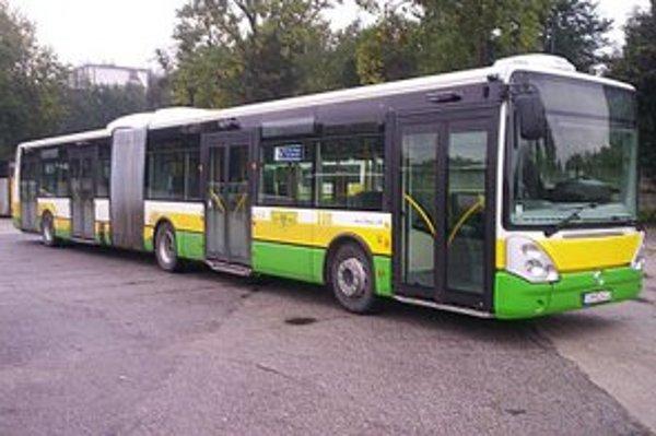 Vozidlový park DPMŽ obohatia elektrobusy i ďalšie ekologické vozidlá.