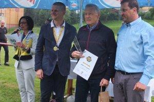 Ján Považan (v strede) si spomína na začiatky klubu.