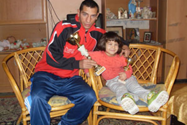 Peter Baláž s dcérou.