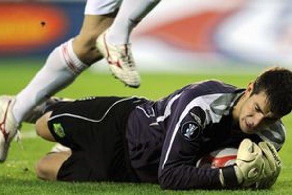 Dušan Kuciak v drese FC Vaslui. Momentálne môže o takýchto situáciách iba snívať.