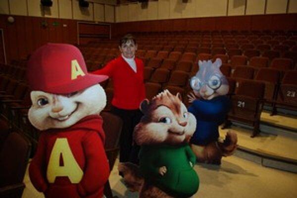 Zuzana Bielčiková očakáva dobrú návštevnosť na rozprávku Alvin a Chimunkovia 2. Na snímke pózuje pri maketách postáv z filmu.