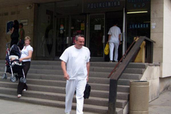 Nemocnica v Žiline preventívne zakázala návštevy až do odvolania.
