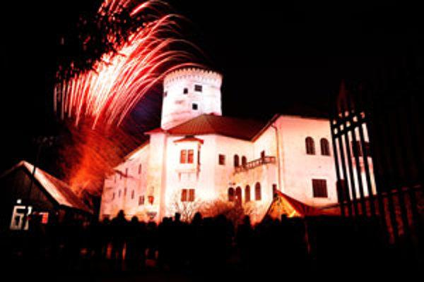 Budatínsky hrad, ktorý sa nachádza na sútoku rieky Váhu a Kysuce v Žiline, dostal efektné osvetlenie.