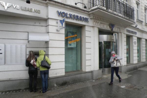 Banku na Národnej ulici v Žiline sa vo štvrtok pokúsil vylúpiť muž s výbušninou.