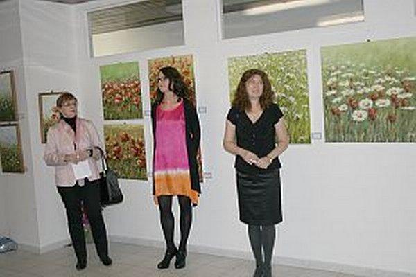 Veronike Mikulášovej (v strede) učarovalo maľovanie už detstve.