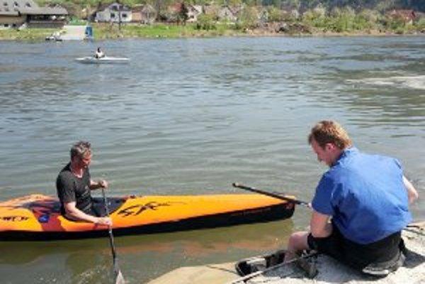 Dvojica počas tréningu na rieke Váh pri Strečne 29. apríla, deň pred odchodom na sústredenie v Španielsku.