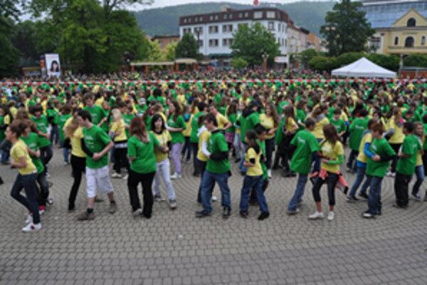 Hlinkovo námestie bolo napoludnie plné mladých tanečníkov.