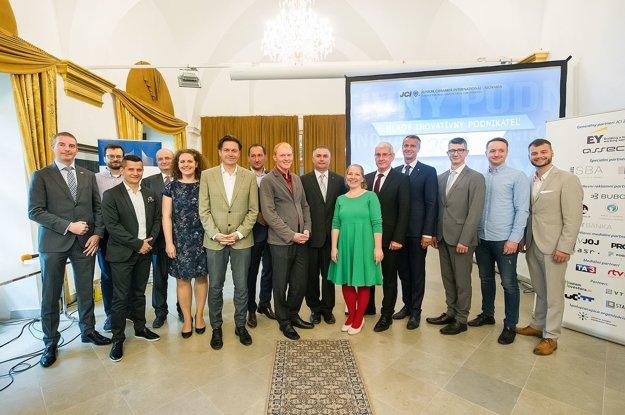 Mladým inovatívnym podnikateľom roka 2018 odovzdali ceny zástupcovia viacerých firiem na Slovensku.