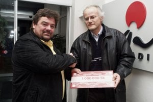 2. december 2006. Troch bratislavských voličov, ktorí išli voliť v komunálnych voľbách 2.decembra 2006, potešil kandidát na primátora hlavného mesta Marian Kočner  miliónom korún.