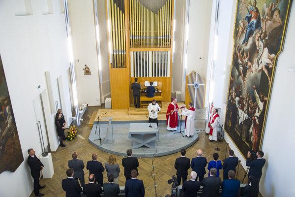 Kaplnku na Hrade vysvätil bratislavský arcibiskup Stanislav Zvolenský.