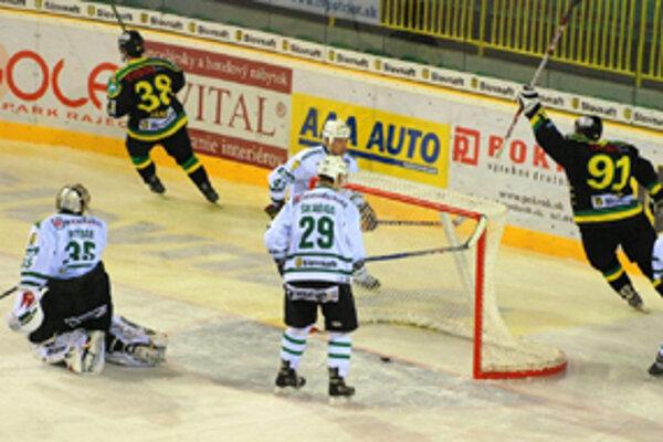 Počas uplynulého týždňa zaznamenali hokejisti dve víťazstvá. Prvé z nich na domácom ľade so Skalicou.