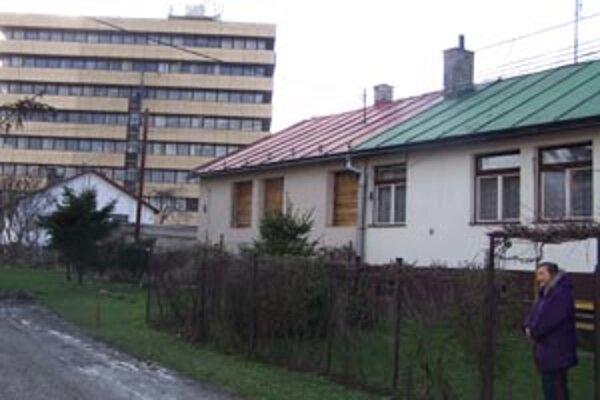 Oblasť za Vuralom je určená na asanáciu. Obyvatelia, ktorí v minulosti požiadali o odkúpenie domčekov a medzičasom prijali náhradné ubytovanie, ich chcú späť. Cítia sa byť poškodení.