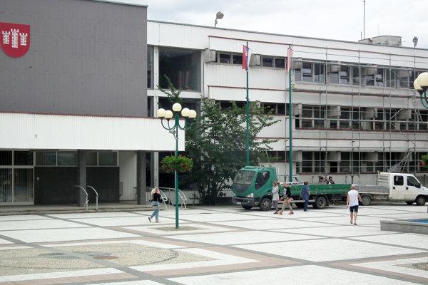 Rekonštrukcia budovy neobmedzí činnosť úradu.