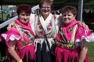 Anna Škriniarová (vľavo) s  kolegyňami zo skupiny Viešťanka.