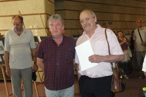 Autormi najkrajšej slovenskej známky 2017 sú výtvarník Dušan Kállay a náš domáci rytec František Horniak zo Žikavy.