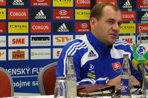 Tréner slovenskej futbalovej reprezentácie Vladimír Weiss na tlačovej konferencii v Žiline pred zápasom s Lichtenštajnskom.