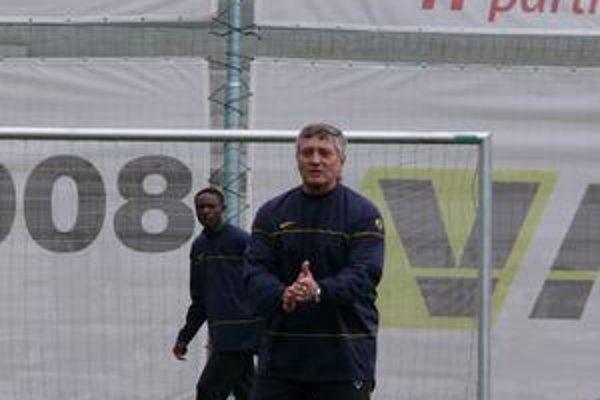 Dušan Radolský je rád, že po sviatkoch nemusia jeho zverenci zhadzovať zbytočné kilá.