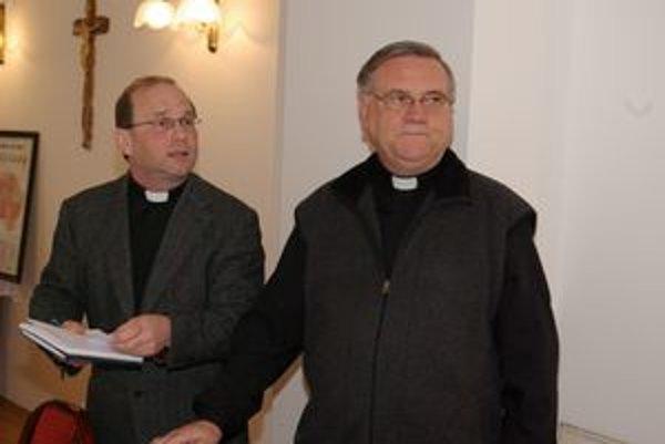 Generálny vikár Ladislav Stromček a biskup Tomáš Galis stoja na čele Žilinskej diecézy už takmer rok.
