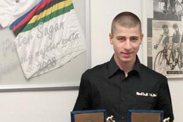 Peter Sagan si zo slávnostného vyhodnotenia ankety Cyklista roka 2008 odniesol dve ocenenia.