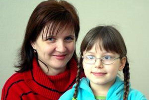 Anna Branišová s dcérou Zuzkou. Obe sú hlavičky na matematiku.