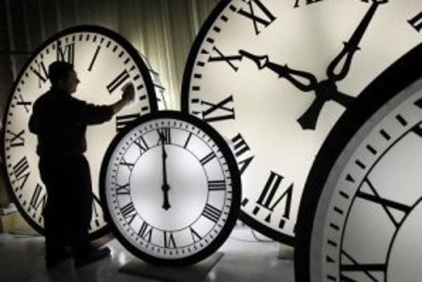 Vraciame sa k letnému času. Ručičky hodín si v nedeľu o 2.00 h posunieme o hodinu dopredu.