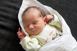 Matej Svrbík (3380g, 51cm) sa narodil 2.júla Gabike a Tomášovi z Trenčína. Na brata sa teší 6-ročná Kristínka.